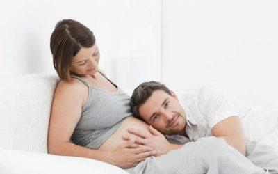 ¿A partir de cuándo los bebés empiezan a escuchar en el vientre materno?